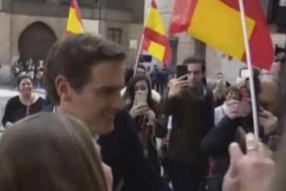 El cachondeo de una reportera de 'Socialité' al preguntar a Albert Rivera por Malú