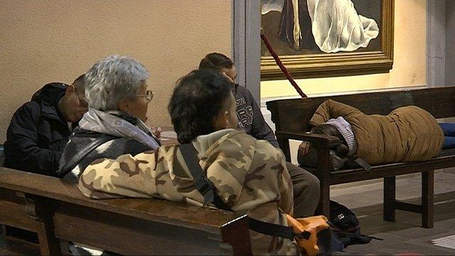 Atienden a 250 personas en el hospital de campaña de una iglesia barcelonesa