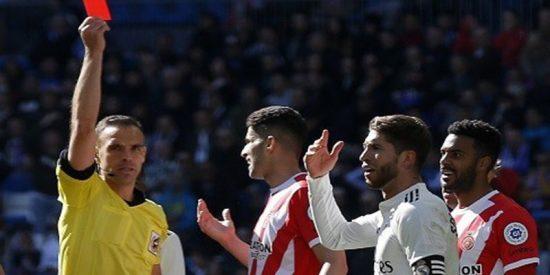 Sergio Ramos amplía su récord como el futbolista más expulsado de la Liga