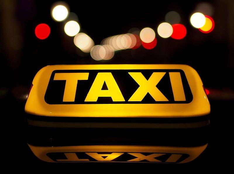 Un taxista lleva a un muerto de pasajero sin saberlo