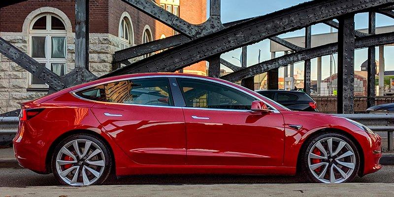 El super coche eléctrico de Tesla ya circula en España con sus 600 kilómetros de autonomía por 8 euros