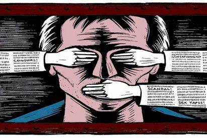 Un Pedro Sánchez, ciego, sordo y mudo, se lleva la bronca de la prensa internacional