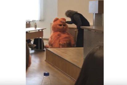 """Este universitario va a clase disfrazado de Garfield y la profesora le aprueba """"de por vida"""""""
