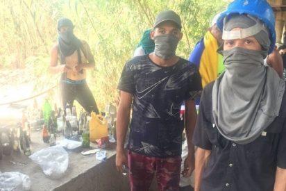 """La joven resistencia venezolana en la frontera: """"¡Queremos intervención militar ya!"""""""