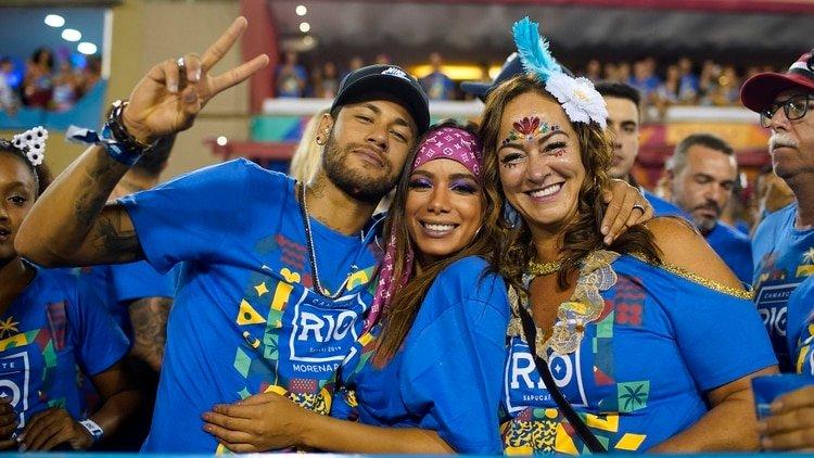 Fotos: Neymar se divirtió en el Carnaval de Río con una famosa cantante