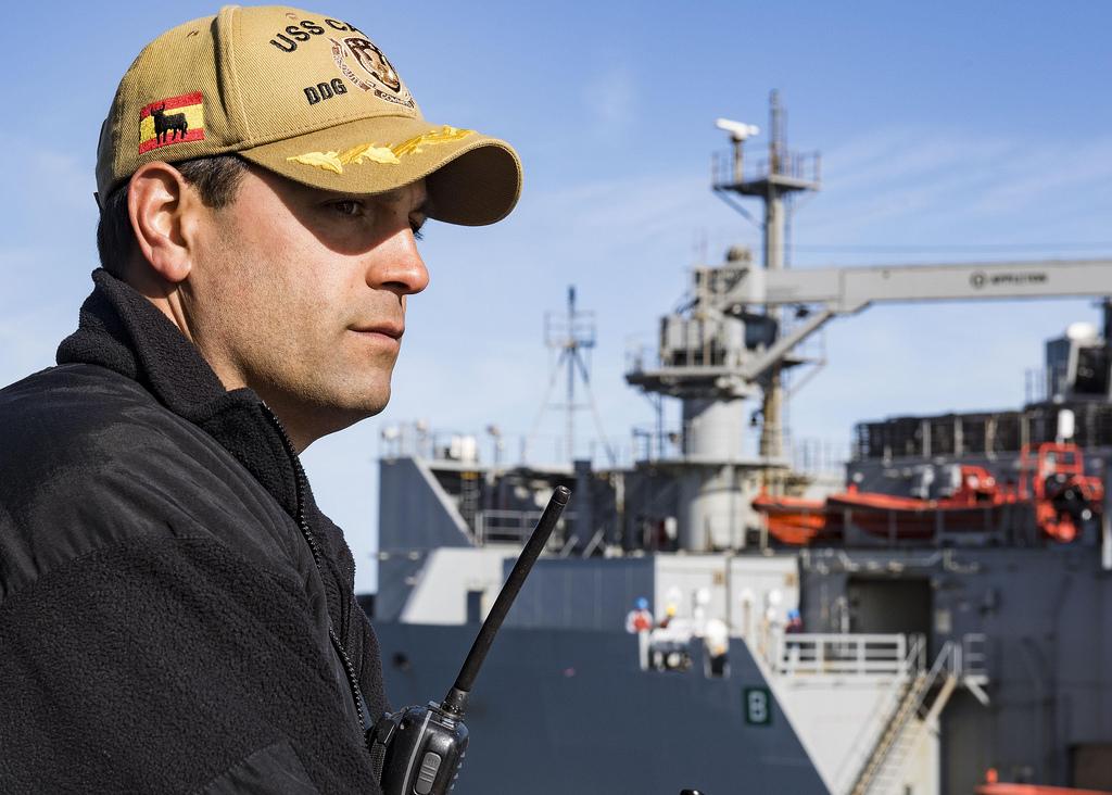 Los emblemas de España se 'cuelan' en el uniforme del destructor USS Carney de la Marina de EEUU
