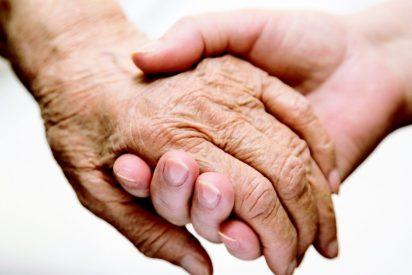 """La terrible carta de la hija de una anciana desahuciada en La Coruña: """"No sé cómo acabé asfixiándola"""""""