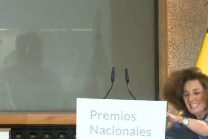 El espeluznante tropezón de la periodista Blanca Berasategui por 'culpa' del rey Felipe VI
