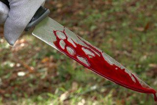Apuñala con un cuchillo de cocina e intenta asfixiar a su madre en Murcia tras una discusión