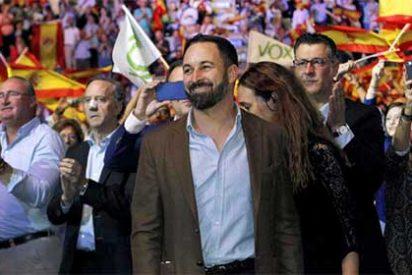 """Steve Bannon hiela la sangre a los 'progres' de El País: """"La victoria de Vox es que ya ha trasladado su conversación al resto de la derecha: Cs y PP ya hablan como ellos"""""""