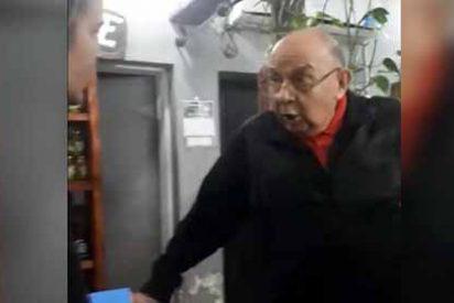 (Vídeo) Un anciano ofreció a una chica alimentos a cambio de sexo y esta lo denunció en Facebook: