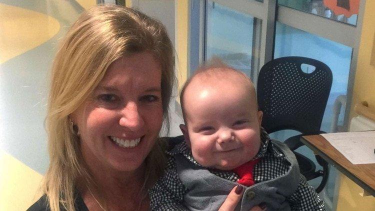 Enfermera adopta al bebé que cuidó durante meses en terapia intensiva