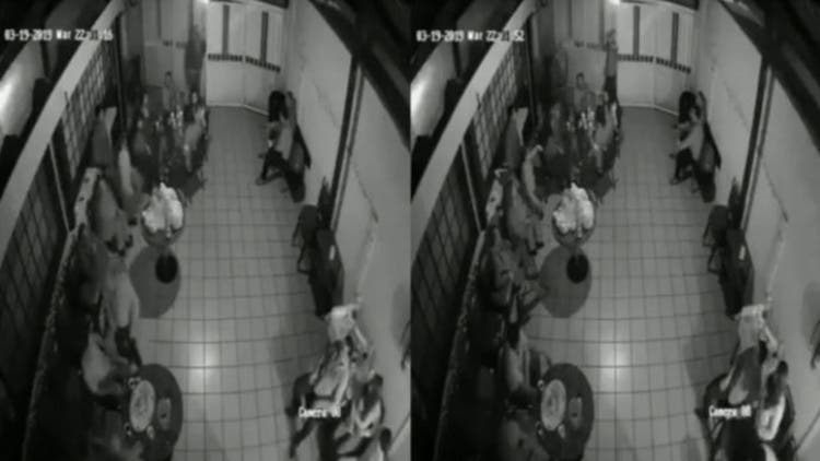 Vídeo: Hombres armados irrumpen en un funeral para asaltar a los asistentes