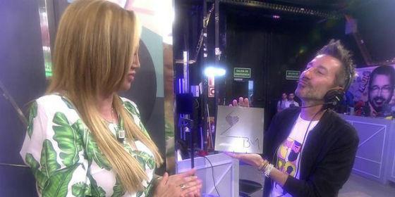 El numerito de las invitaciones de boda de Belén Esteban en 'Sálvame': ¿Son una horterada?