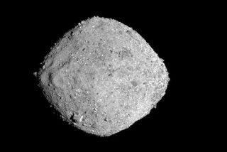 Misión OSIRIS-REx: El polo norte del asteroide Bennu, a 12 centímetros por píxel