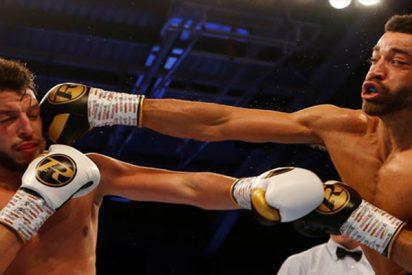 Este boxeador se burla de su rival en pleno combate y acaba noqueado en los últimos 14 segundos de la pelea por idiota