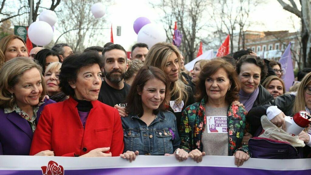 Un dato de Carlos Herrera hunde a Begoña Gómez y Carmen Calvo a un mes de las elecciones