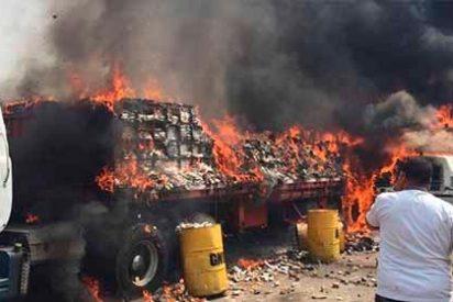 Ataque sistemático: Militares venezolanos emboscan y queman dos nuevos camiones con ayuda humanitaria