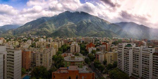 Venezuela: La crisis pone viviendas de lujo a precio de saldo y el inesperado 'efecto Guaidó'