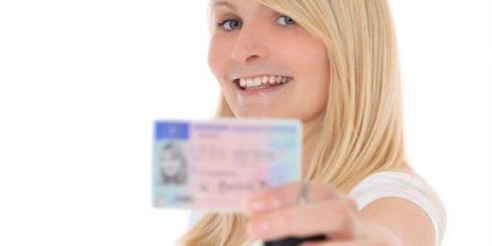 ¿Sabes cómo renovar el carnet de conducir: cuánto cuesta, plazos y puntos del permiso?