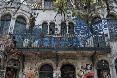 """""""La casa negra"""", la vivienda maldita en la colonia mexicana Roma"""