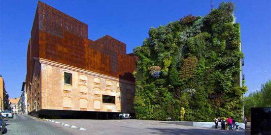 Muere tras caer por el hueco de la escalera del CaixaForum Madrid tras un acto con la vicepresidenta Calvo y 7 ministras