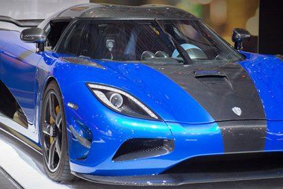 Este coche de 1,5 millones de dólares queda destrozado al chocar a gran velocidad contra un poste