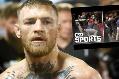 El momento exacto en que Conor McGregor revienta contra el suelo el móvil de un fan