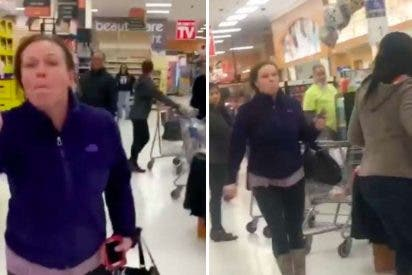 Ataque racista: Mujer escupe a dos negros en un supermercado y termina sin empleo