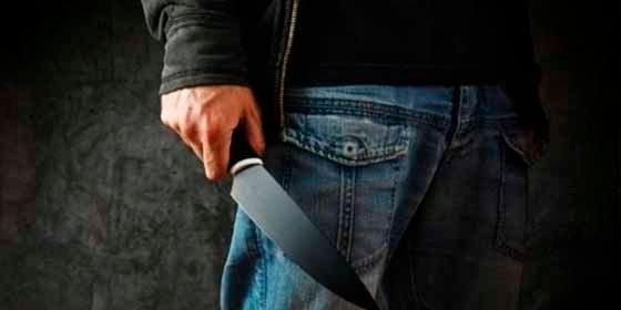 ¡Cuchillo en mano!: Un venezolano furibundo desata el pánico en Gijón amenazando a los viandantes