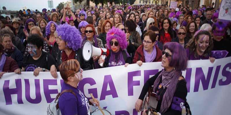 "La Iglesia Católica 'apaleada' por las manifestantes feministas del 8-M: ""Puto clero, Pederastas, Aborto libre"""