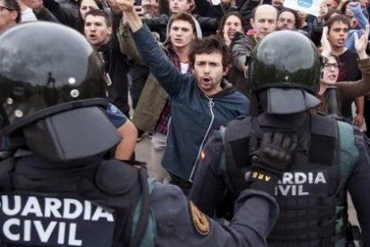 El vídeo del patadón en la cabeza a un guardia civil con la 'trampa del Fairy' que deja KO a los pringosos golpistas