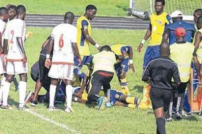 Muerte en el campo: Un jugador de fútbol falleció en pleno partido
