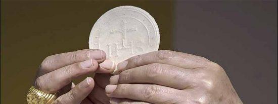 Radiografía de la hostia española: lo que tragas en misa cuando comulgas