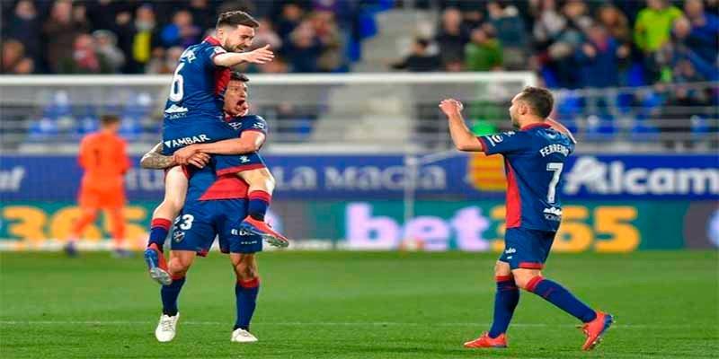 Liga: El Huesca tumba al Sevilla en el minuto 98 tras un indescriptible final