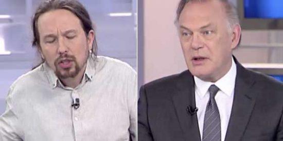 Un aún más exaltado Iglesias eleva el tono contra los medios en Telecinco y Piqueras no se atreve a mandarlo a freir espárragos