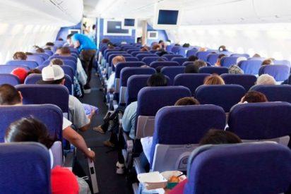 Muere súbitamente en el asiento del avión que la llevaba de Londres a Málaga