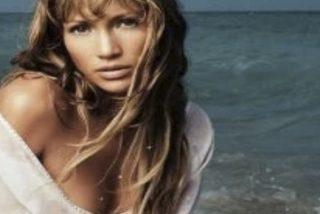 Los 4 modelos de bañadores y bikinis favoritos de Jennifer Lopez: moda, cuerpazo y muchas curvas