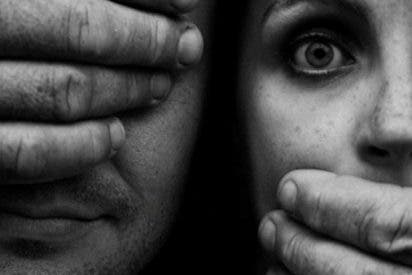 Prisión y una alta multa a la mujer que fingió ser golpeada por su expareja en Granada