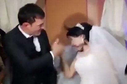 Vídeo: Hombre estampa un bestial bofetón a su esposa en plena boda