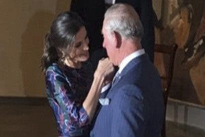 La reina Letizia se pasa de confianza con el príncipe Carlos y los medios ingleses dicen esto…