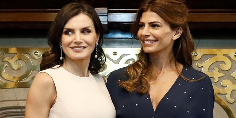 Letizia supera a Juliana Awada con sus looks frescos y elegantes