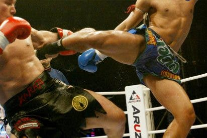 """Este boxeador logra el """"nocaut del año"""" tras una alucinante patada tornado"""
