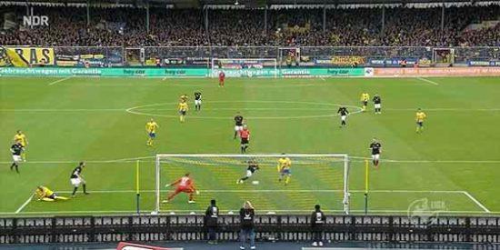 #Thebest: El delantero 'estrella' que falla un gol 'cantado' y luego fastidia el de su compañero