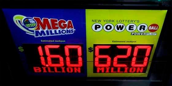 Un acto de cortesía le hace ganar 1.500 millones de dólares en la lotería de EEUU