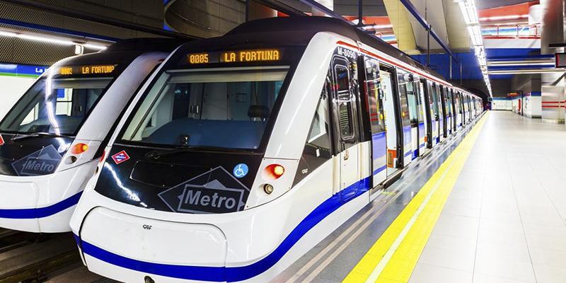 La conmovedora historia de un padre pobre, una niña lista y una joven tierna en el Metro de Madrid