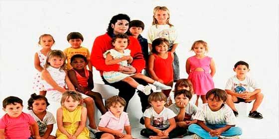 """""""Michael Jackson y yo nos casamos en su cuarto cuando tenía 10 años"""": el testimonio de una presunta víctima"""