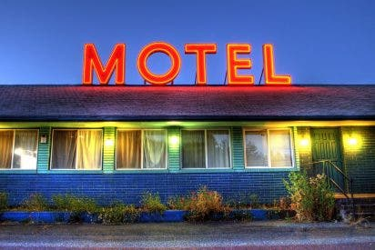 Una red criminal instalaba cámaras ocultas en moteles para transmitir sexo en vivo