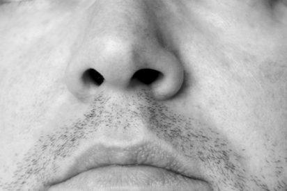 ¡Acude al médico por problemas de olfato y le encuentran un diente dentro de su nariz!
