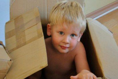 ¡Juegos peligrosos! Una madre desesperada por fin encuentra a su hijo atrapado en una hielera